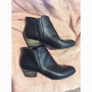 Black Leather ankle boot Chelsea Crew 7